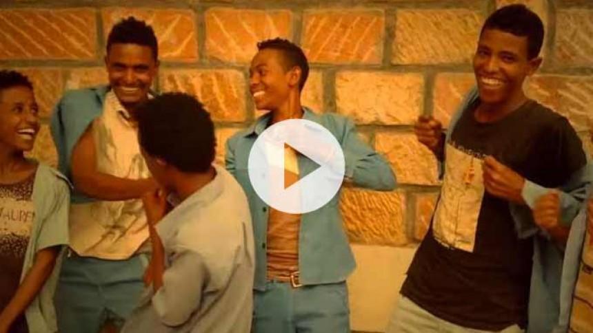 Se etiopiske skolebørns hjertevarmende fejring af Dave Grohl