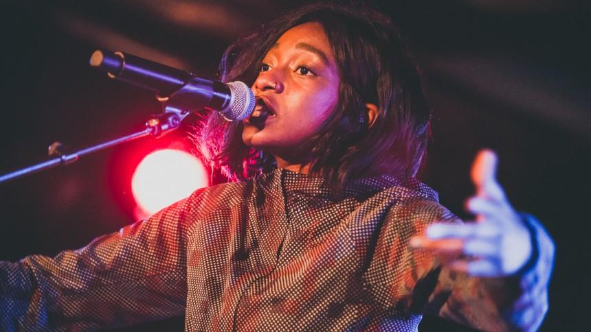 Den femstjernede rapper Little Simz giver dansk koncert