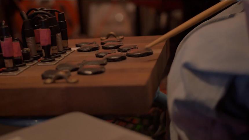 Video: Noah Rosanes laver musikmaraton med 30 gæster – dag 6 af 7