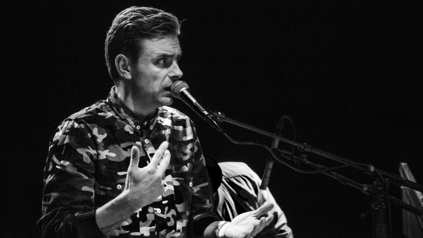 Simon Kvamm tager på soloturné