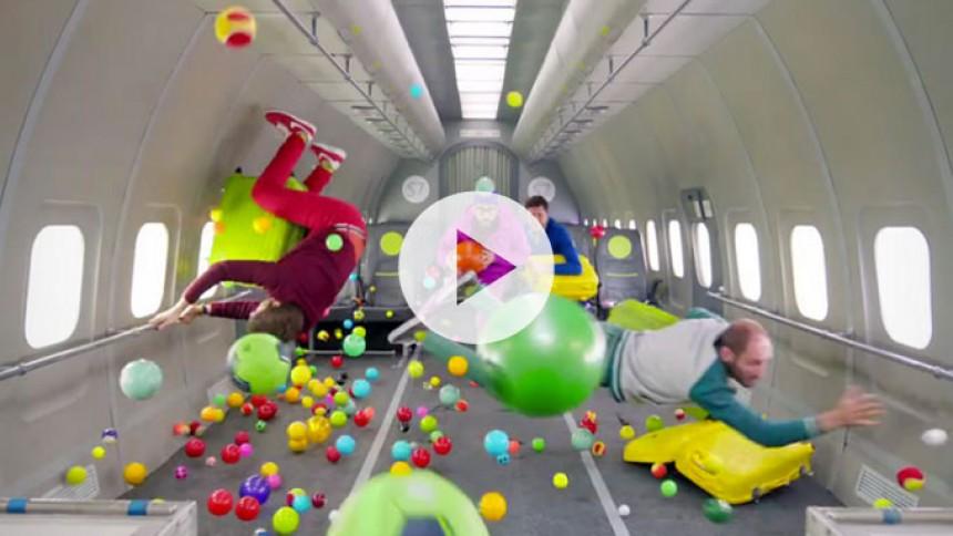 OK Go udfordrer tyngdekraften i ny flot video