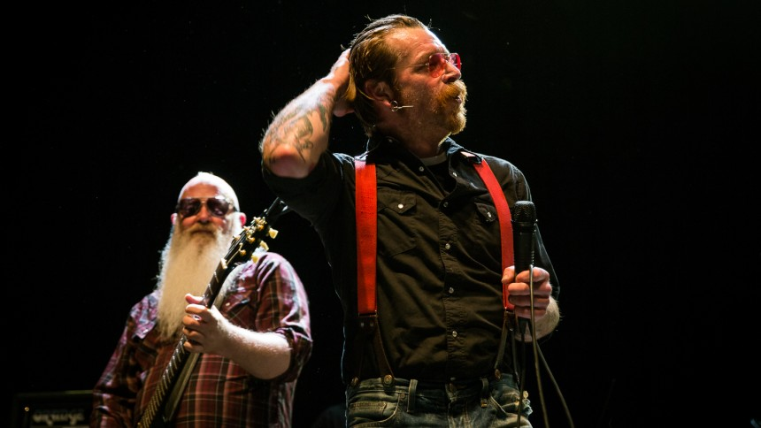 Video: Eagles of Death Metal tilbage på scenen i Paris efter terrorangreb