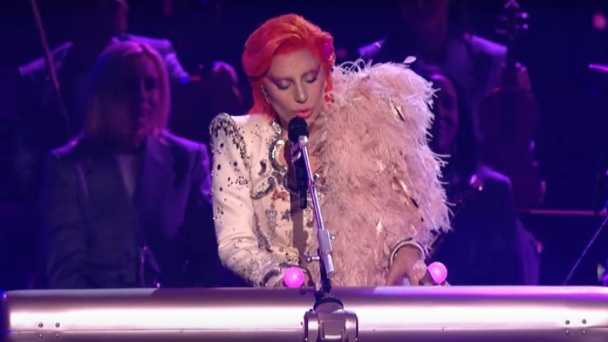 Bowies søn: Gagas hyldest var alt for gakgak