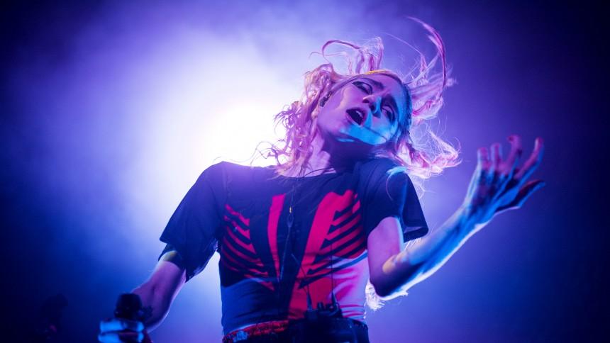 Grimes fik elektrisk stød på scenen
