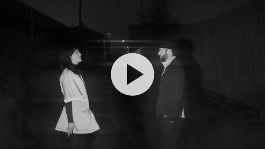 Video: Lydmor og Bon Homme løfter dagen med en skamløs popsang