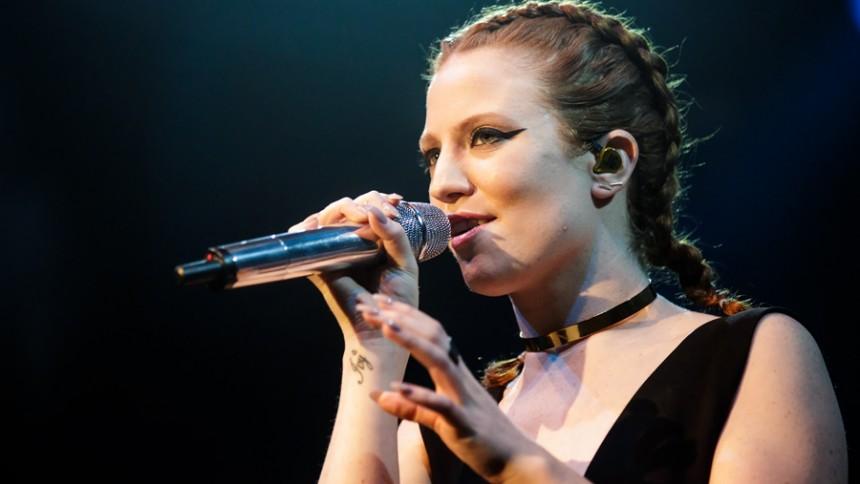 Jess Glynne – Besat af kraftfulde vokaler