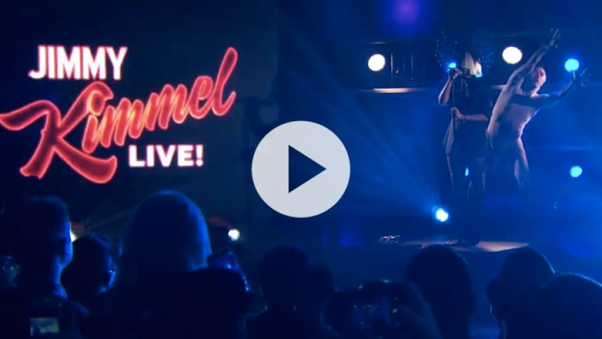 Video: Se parykbærende Sia optræde hos Jimmy Kimmel