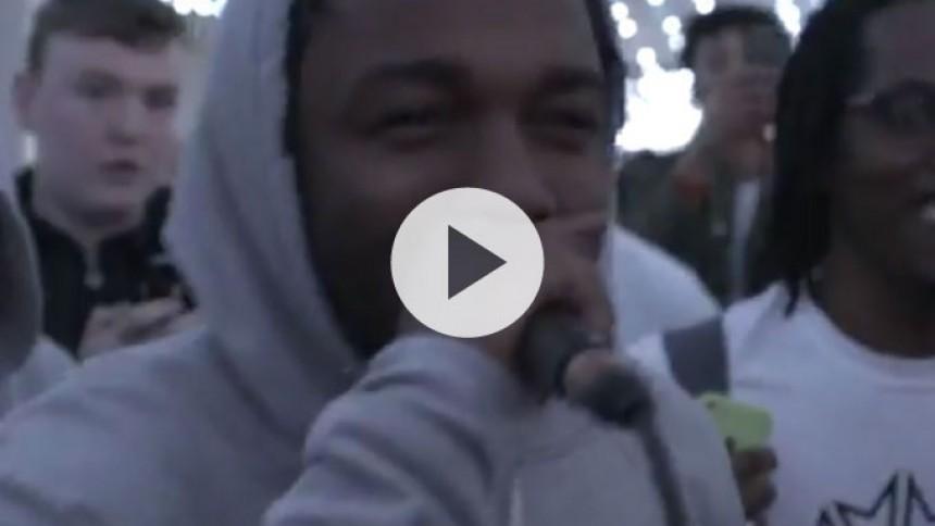 Se Kendrick Lamar freestyle-rappe med engelske teenagere