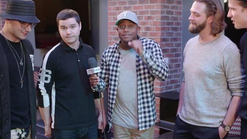 Mic-drop: Lukas Graham rapper igennem i videoklip