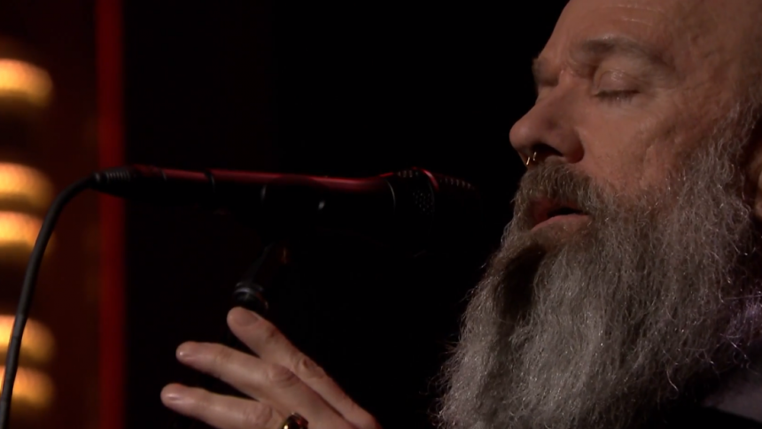 Video: Michael Stipe synger Bowie i The Tonight Show