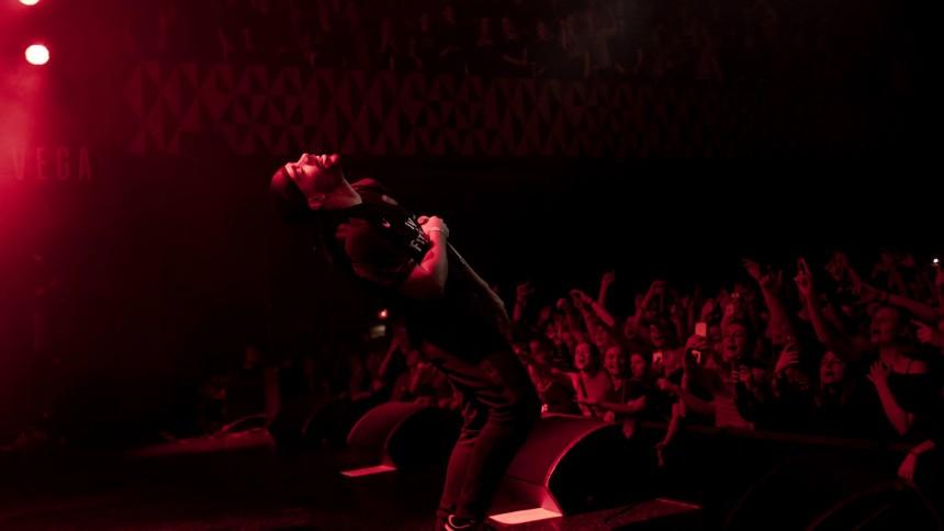 Ukendt Kunstner giver deres hidtil største indendørs koncert