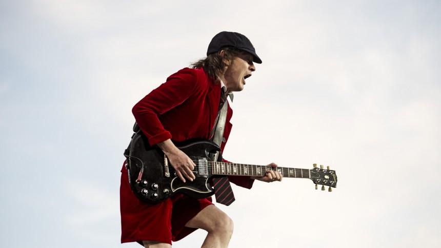 AC/DC fortsætter
