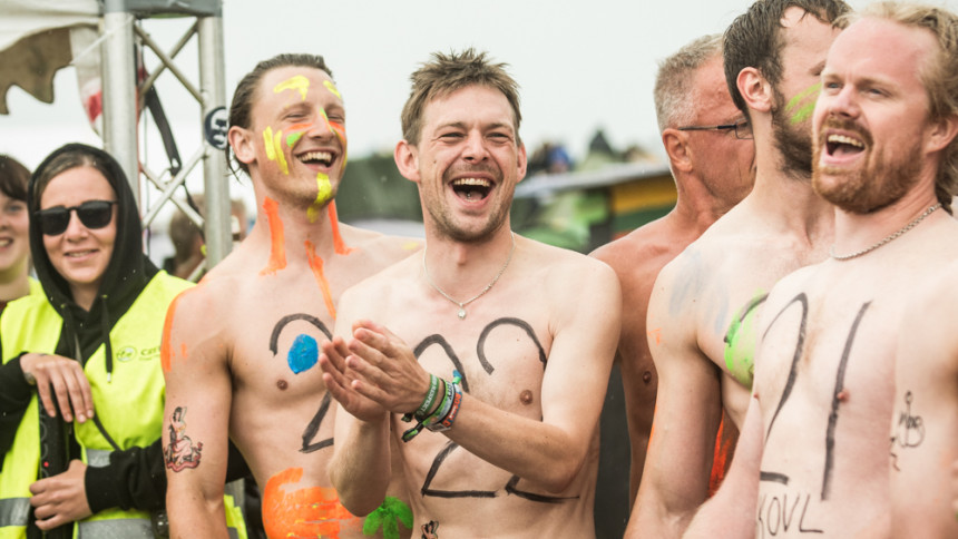 Video: Nøgenløb på Roskilde: På mange måder en fugtig affære