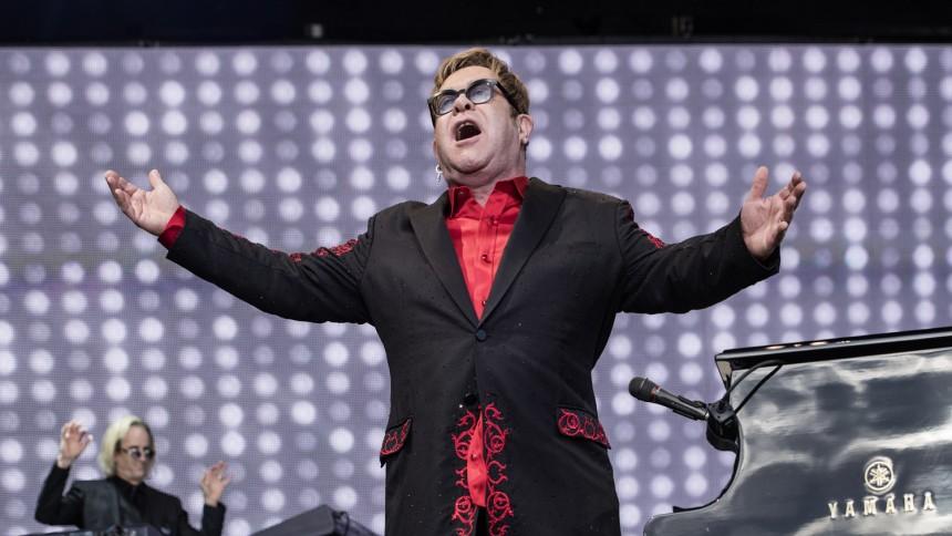 Elton John offentliggør tid og sted for dansk afskedskoncert