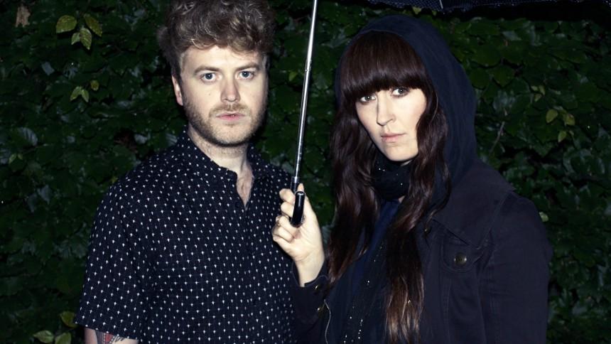 Ny single: Christian Hjelm er tilbage på engelsk i Lucky Moon