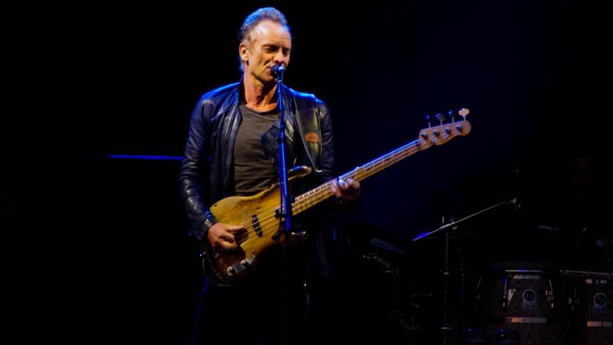 Sting holdt et minuts stilhed ved genåbningen af Le Bataclan – men Eagles of Death Metal blev nægtet adgang. Eller blev de?
