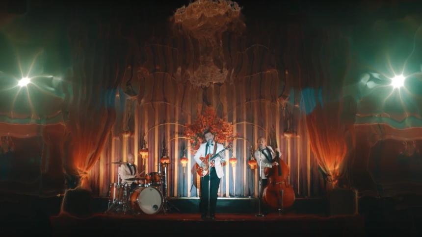 Musikvideo: Biffy Clyro tjekker ind på Ondskabens Hotel