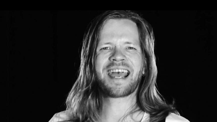 Musikvideopremiere: Uhørt Festival-aktuelle Sorte Fugle løfter vingerne for Illusioner