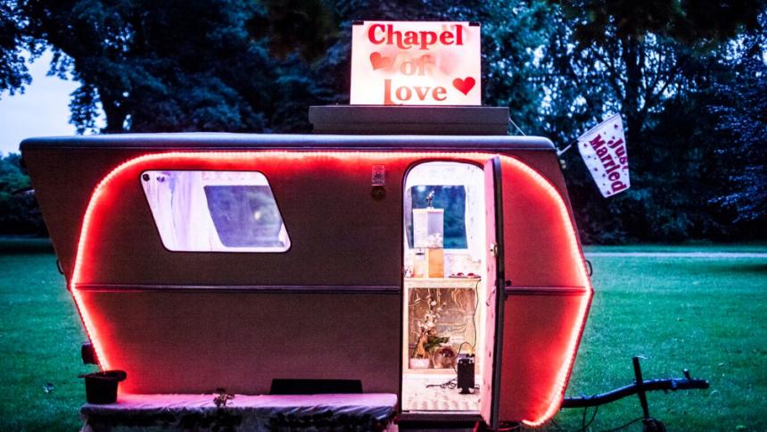 Nu kan du blive gift på årets Gutter Island Garagerock Festival