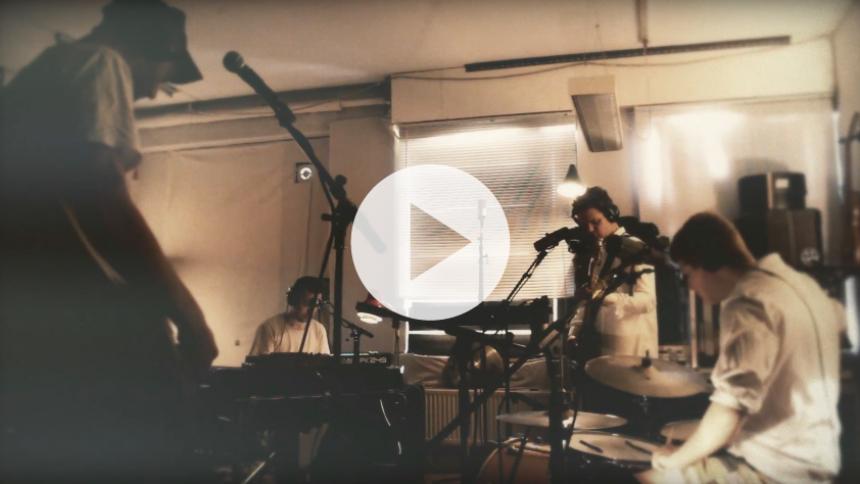 """Vinylaktuelle Vores Allesammens er klar med intens livevideo til singlen """"For Ung"""""""