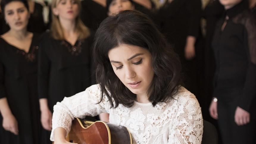 Katie Melua: Georgisk kvindekor, guitarklimpreri og gåsehud