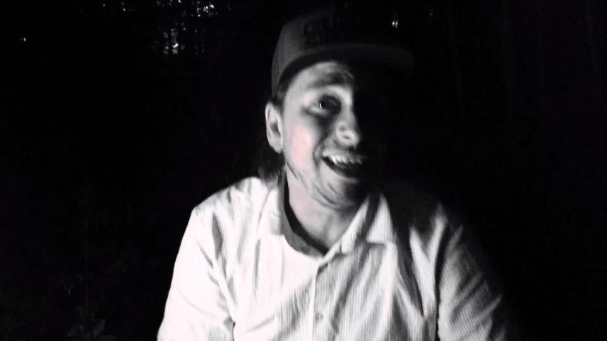 Premiere: Kristian UFO Humaidan slipper sig selv fri i de svenske skove