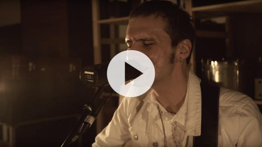 The Blue Van-forsanger står bag Peppermint B – afslører han i ny video