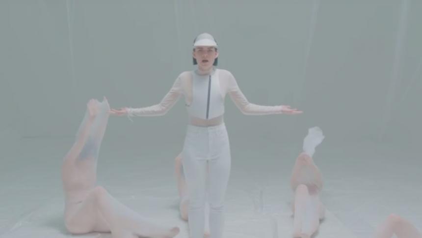 """Se den smukke video til """"We Are Dreamers"""" med svenske Frida Sundemo, kendt fra Morten-hittet """"Beautiful Heartbeat"""""""