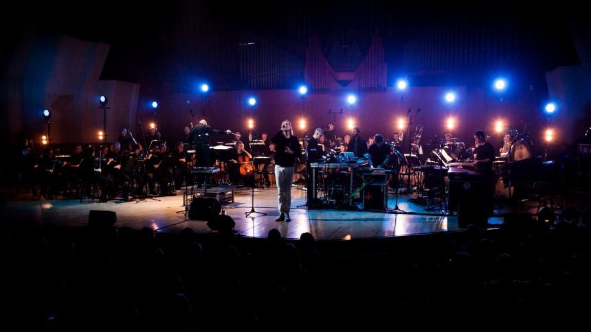 Surprise-koncertfilm på CPH:DOX: When Saints Go Machine i samarbejde med lukningstruede Copenhagen Phil
