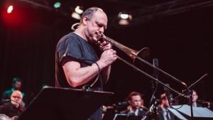 Aarhus Jazz Orchestra feat. Jim Black, Skulí Sverrisson og Helge Sunde Atlas 220217