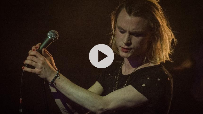Video: Se Bisse i energisk optræden under GAFFA-Prisen 2016