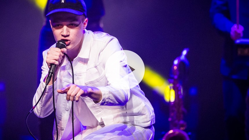 Video: Se fremadstormende, turnéaktuelle Aksglæde optræde til GAFFA-Prisen