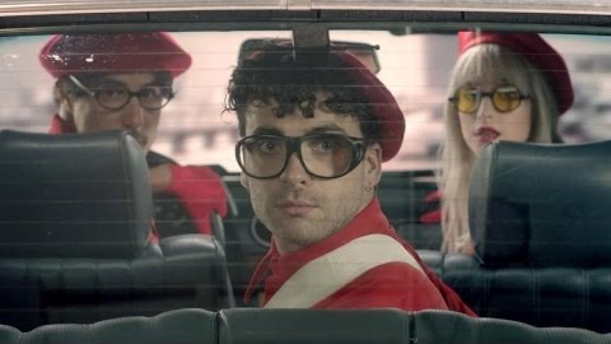 Ny single og rødklædt video fra Paramore