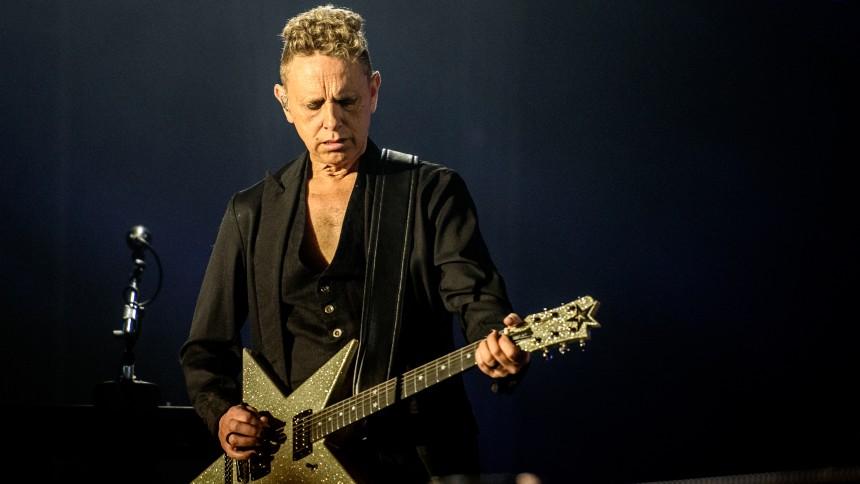Trentemøller samt medlemmer af The Cure, Depeche Mode, The Smiths med flere samarbejder på cover