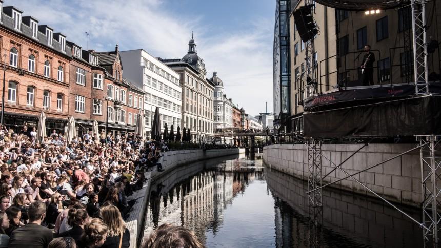 Spot-scenen ved Aarhus Å er kommet for at blive med gratis koncerter