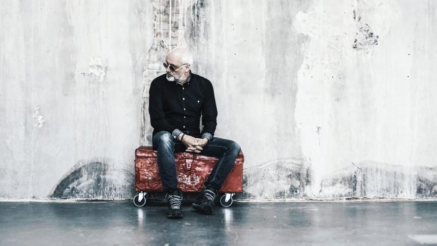Det danske sprog er Allan Olsens legeplads  i mesterligt storværk af en selvbiografi