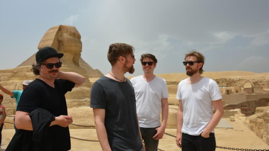 Turnéaktuelle danske In Lonely Majesty har toppet hitlisten i Egypten – læs deres rejsedagbog