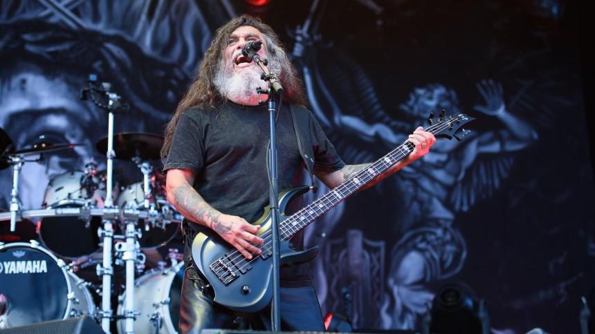 VIDEO: Feststemt kørestolsbruger i mosh pit under Slayer-koncert