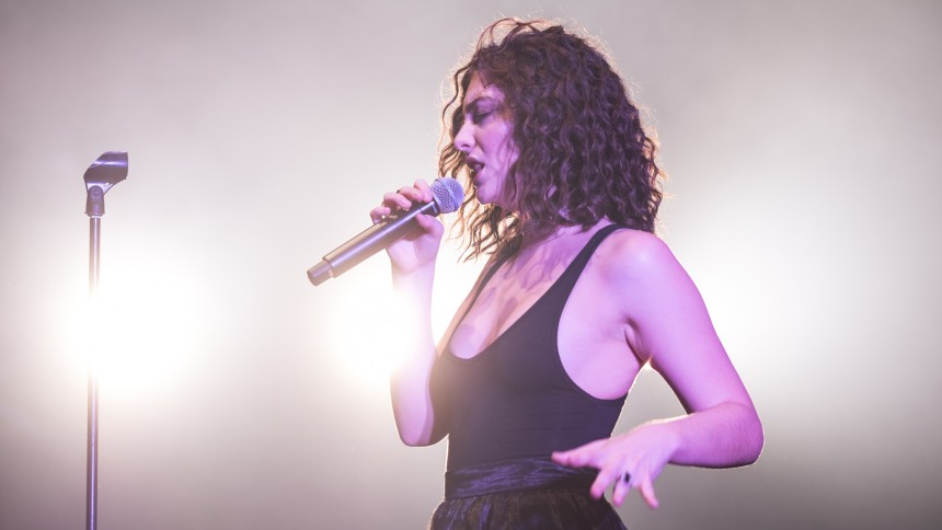 Lorde gav en fest på Roskilde Festival, men ikke mere end det