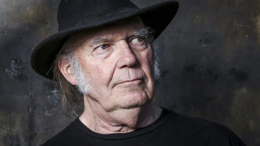 Neil Young ændrer sin hjemmeside for at blokere Facebook- og Google-logins