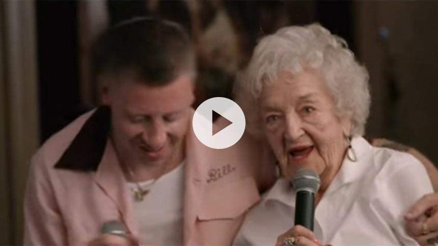 Ugens Topsify Hit: Macklemore fejrer sin bedstemors 100 års fødselsdag i vild video
