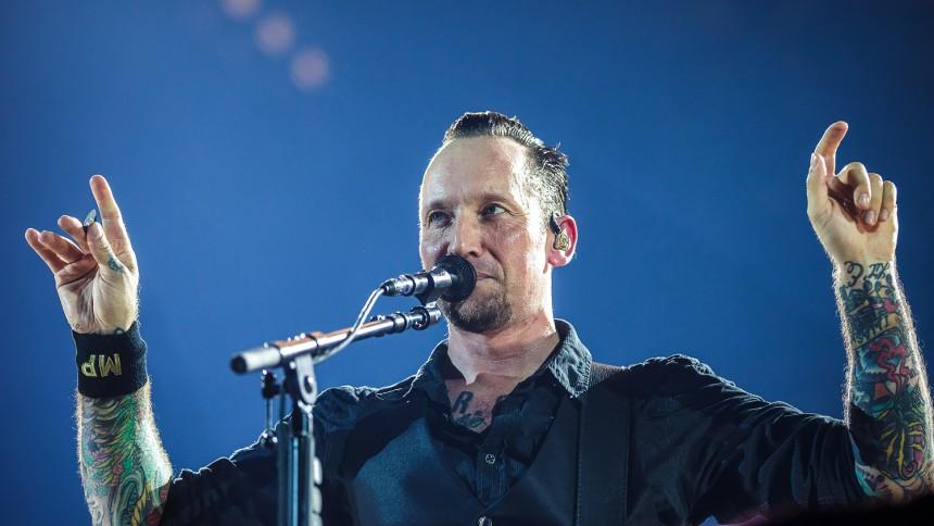 VIDEO: Volbeat-fans svinger brændende T-shirts – Slipknot stopper moshpit