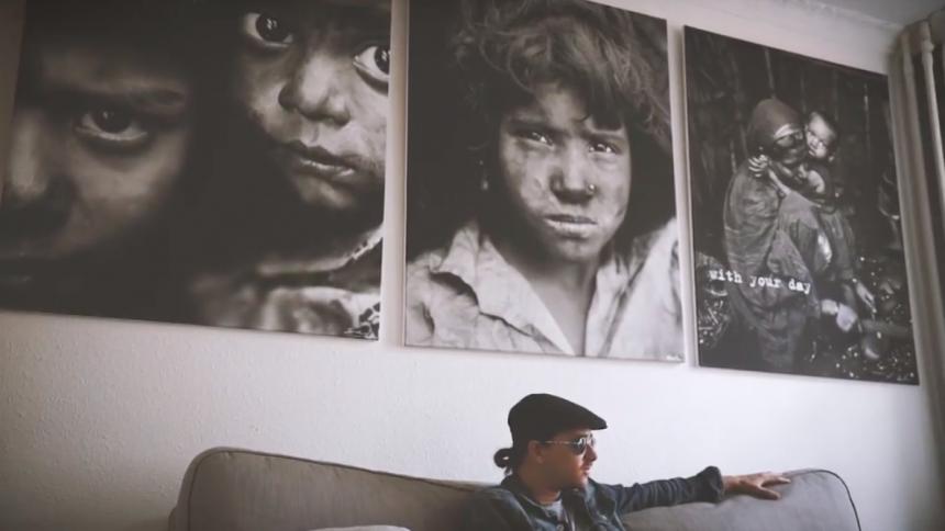 Danni Toma slår et slag for flygtninge i samarbejde med Amnesty International