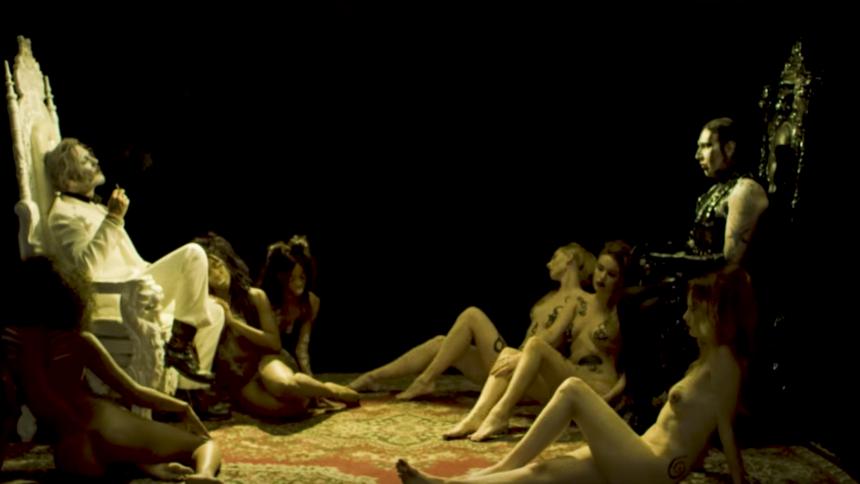 Ny Manson-video: Gejser af blod, onani og Johnny Depp
