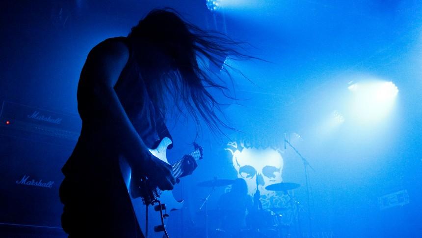 Solbrud spiller black-metal koncert i kirkens hellige rum