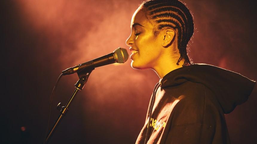Jorja Smith giver dansk koncert