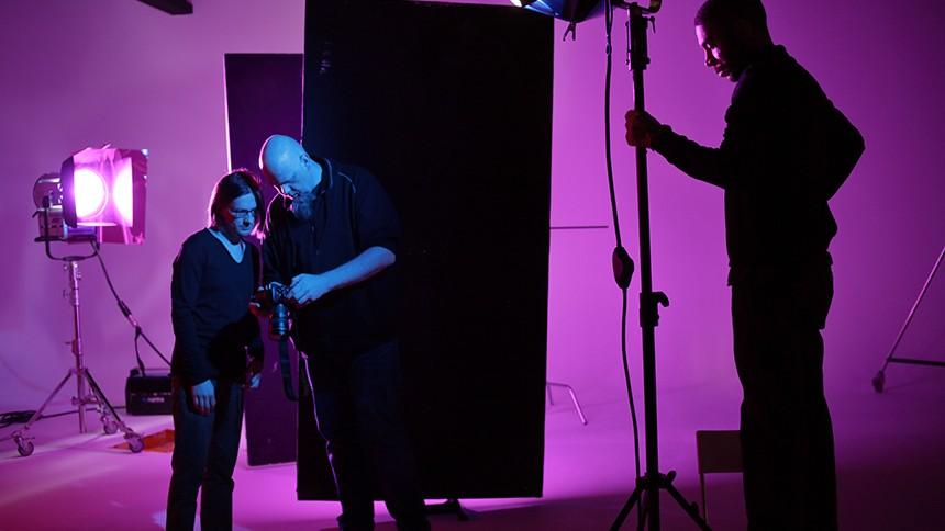 Portræt af Lasse Hoile – Steven Wilsons aarhusianske billedmagiker