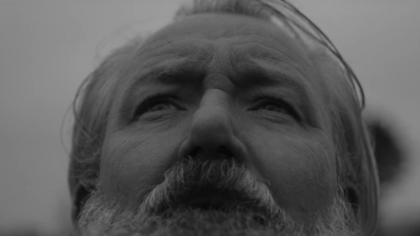 Musikanmelder har hovedrollen i Wangels nye video