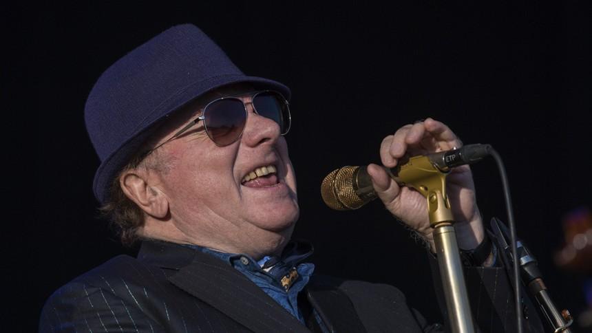 Van Morrison truer med at sagsøge Nordirland for corona-nedlukning
