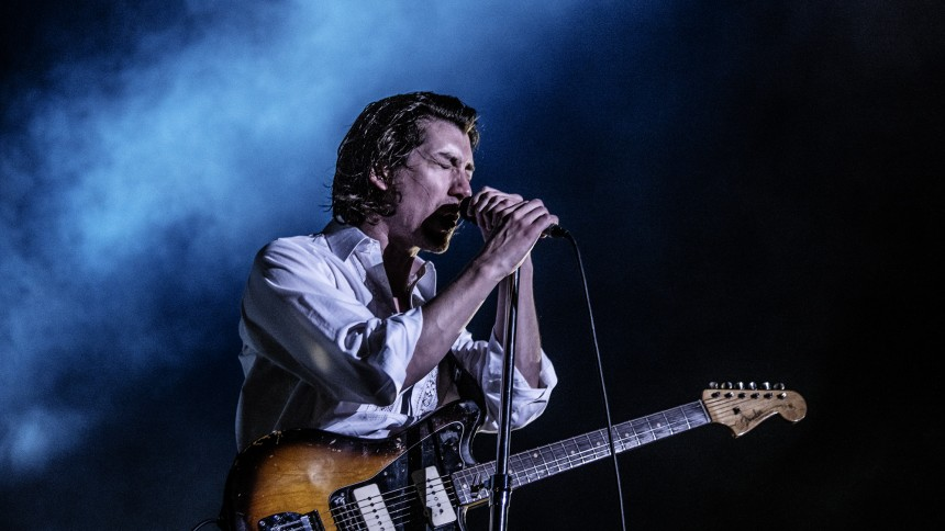 Se Arctic Monkeys fremføre cover af The White Stripes